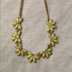 Old navy small statement necklace